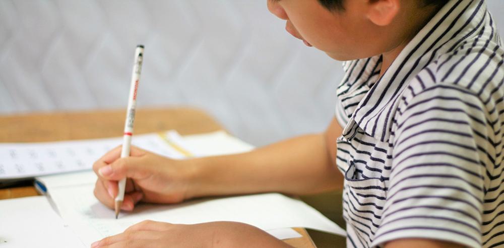 子どもが家庭学習で成績を上げる方法を紹介するサイトのヘッダー画像